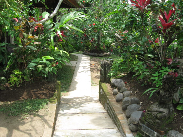 Ubud Inn walk