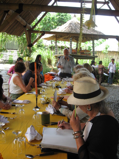 Warwick Purser addresses writers lunch